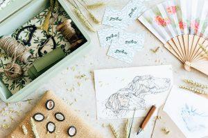Acuarelas y broches de caza, abanicos y broches de gitana